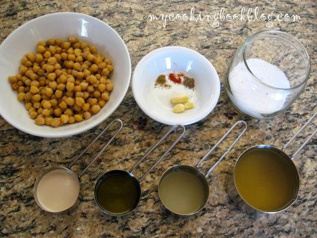 Хумус (hummus) или разядка (дип) с нахут и сусамов тахан