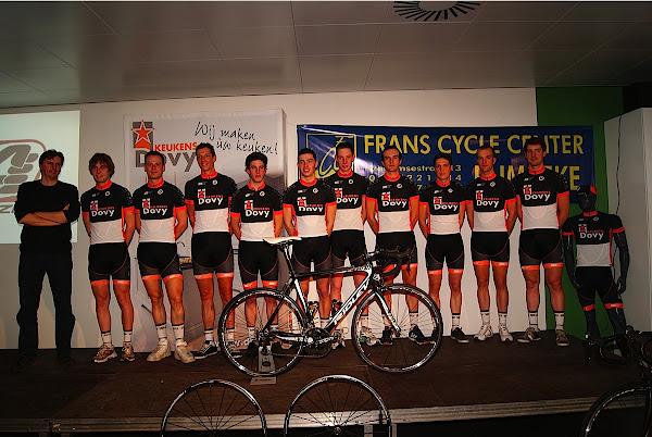 wielrenners van Dovy Keukens met Renaat Schotte