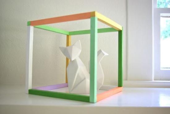 Decorativo cubo expositor.