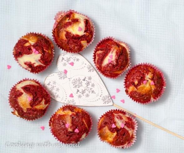 Red velvet cupcakes cu cheesecake