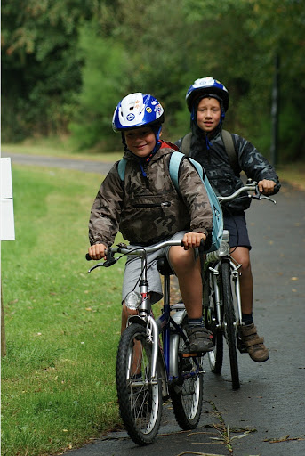 kinderen fietsen mee tijdens West-Vlaanderens Mooiste