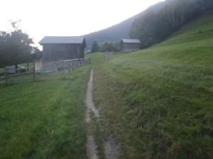 Ein kleiner Weg verbindet die Biela mit Termen.