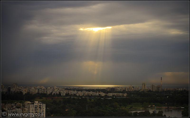 Фото: Тель Авив – Луч солнца золотого