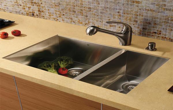 bathroom sink faucet placement