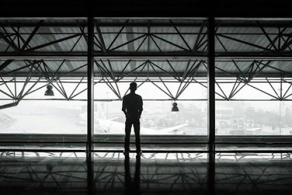 airport-351472_1280