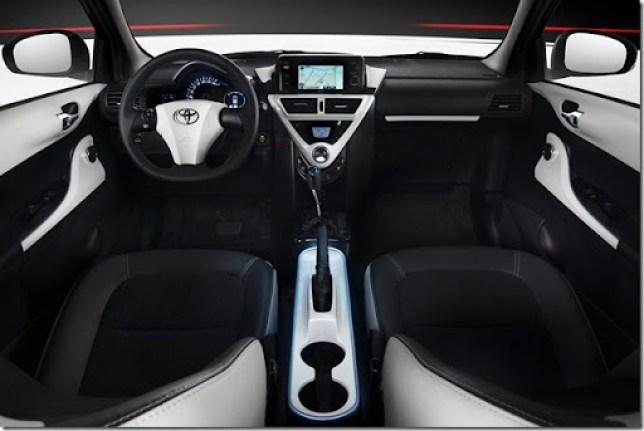 Toyota-iQ-EV-8[3]