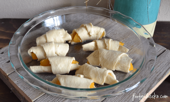 Easy Peach Crescent Roll Dessert by www.poofycheeks.com