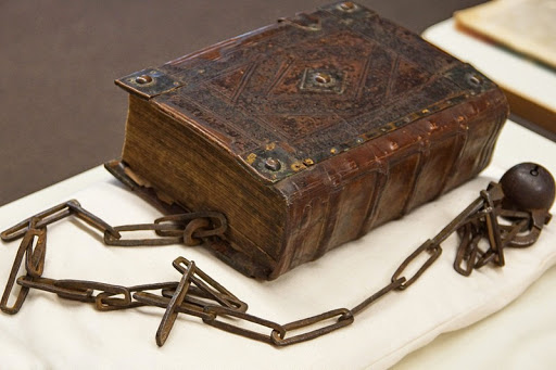 guildhall-library-chain-book-1