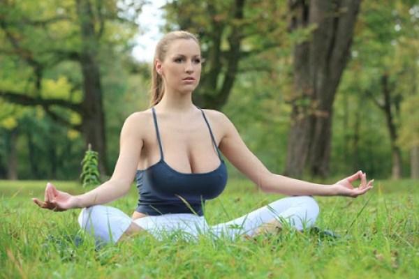 Jordan Carver Yoga 2