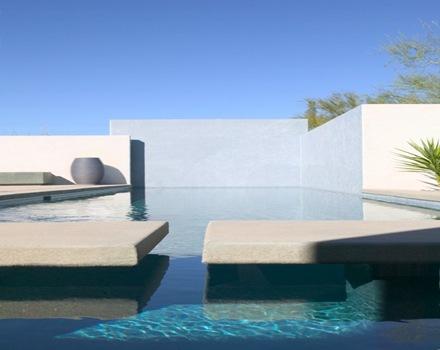 construccion-piscina-casa-minimalista