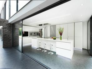cocina-moderna-blanca-de-diseño-minimalista