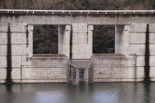左岸より非常用洪水吐を望む