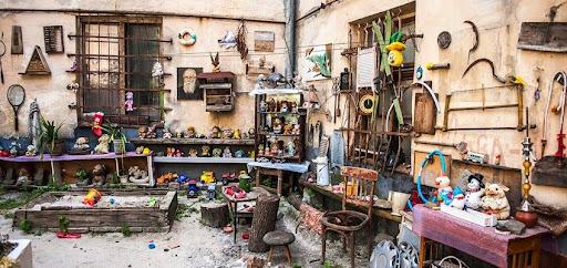 двор потерянных игрушек, Львов