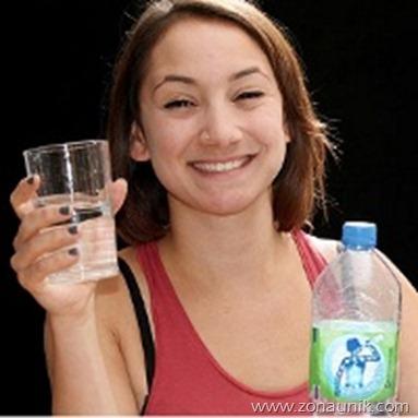 wanita kecanduan air putih
