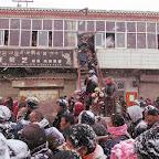 the procession enters Hoincang village.JPG
