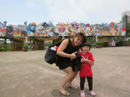 Mummy and Yining At Leo Foo Theme Park