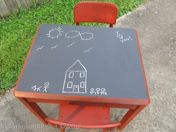 Kids-Chalkboard-table-chairs (6)