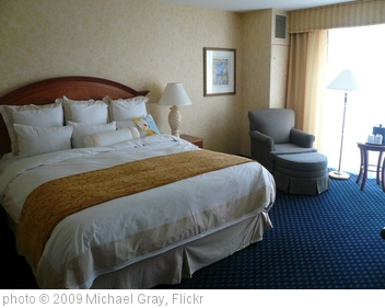 'Marriott Seattle Waterfront Hotel Room' photo (c) 2009, Michael Gray - license: http://creativecommons.org/licenses/by-sa/2.0/