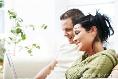 Pasangan Tersenyum