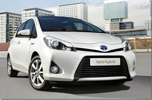 Toyota-Yaris_Hybrid_2013_1280x960_wallpaper_01