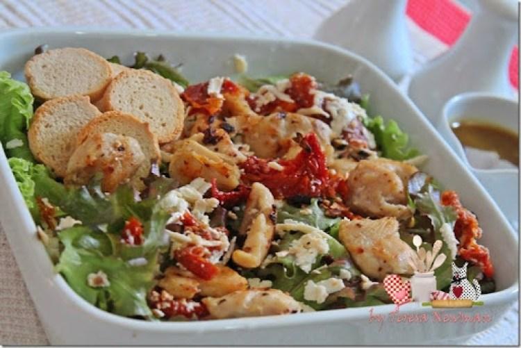 Salada de Ricota com tomate seco com frango