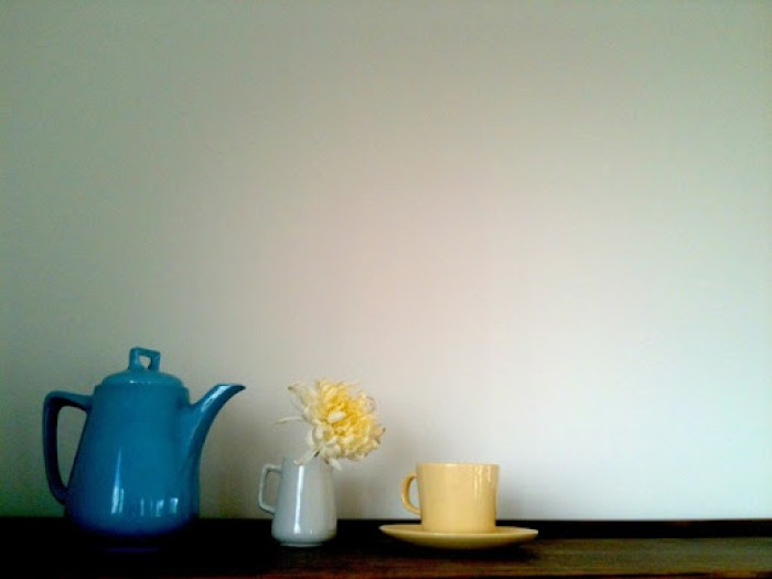second hand styling blue teapot