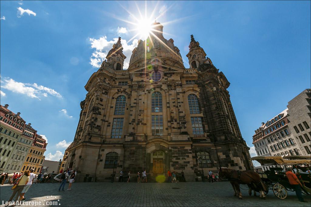 Темные кирпичи в стене это камни оригинальной церкви Богородицы до разрушения бомьежкой