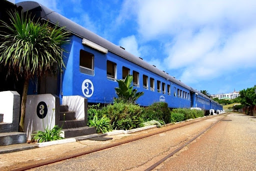 santos-express-train-lodge-11