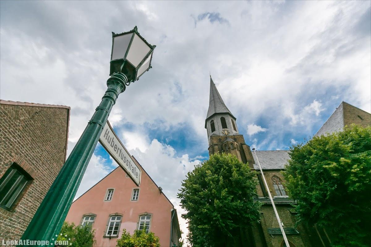 LookAtEurope.com | Европейские фото путешествия. Германия, Дормаген. Крепость-таможня Цонс,неоготическая церковь Святого Мартина | Germany, Dormagen Zons