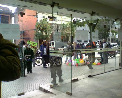 entrando al edificio municipal