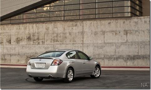 06-2010-altima-sedan