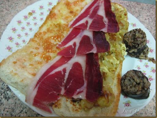 Bocata de Tomate, jamón y tortilla de patata