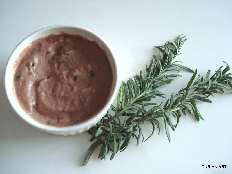 Mousse de foie aux olives et romarin