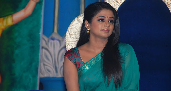 priyamani wearing green saree high quality glamour  images
