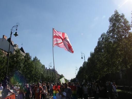 , 2010, Budapest Pride, buzi, felvonulás, fényképek, gay, képek, lesbians, leszbikusok,  LGBT, meleg, Meleg Méltóság Menete, photos, pictures, tüntetés,   stockphoto, parádé, Pink Union Jack, Britain, british flag, zászló, lobogó
