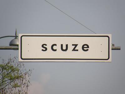 scuze, Budapest, street-art, gerilla art, funny, vicces, Tábal, Dózsa György út, Felvonulási tér,  Hősök tere