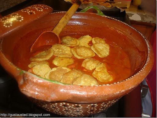 TORTITAS DE CAMARON EN PIPIAN ROJO