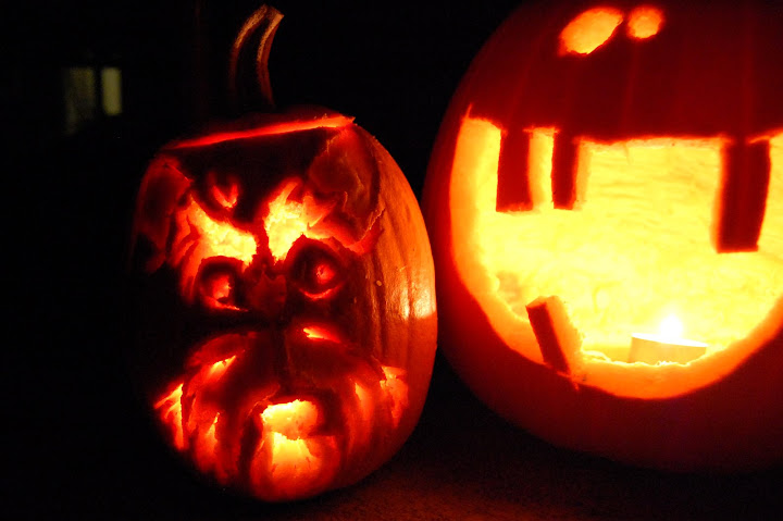 How vain is Hilo?! He begged Gloria to put his face on his pumpkin too!