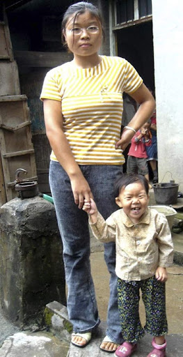 31-the-worlds-smallest-woman