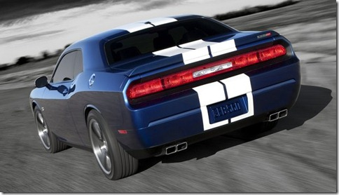 Dodge-Challenger_SRT8_392_2011_800x600_wallpaper_07