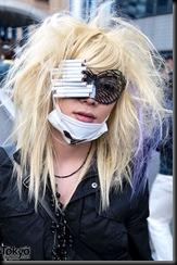 Lady-Gaga-Japanese-Fans-2010-04-18-050-P7414-600x903