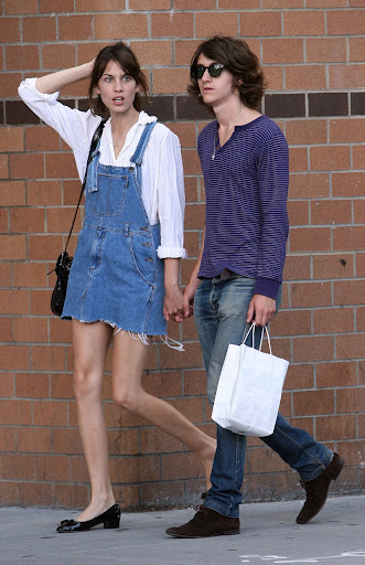 87083_Preppie_-_Alexa_Chung_walking_around_Soho_-_July_26_2009_055_122_21lo