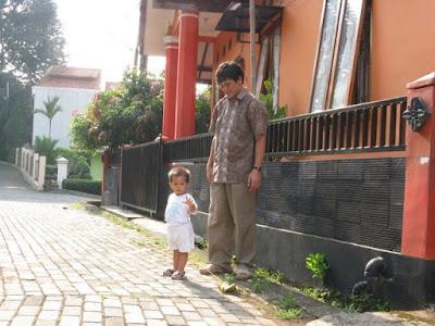 berjalan2 berdua papa