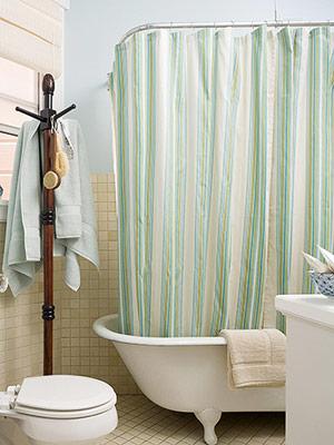 decorar un cuarto de baño con un perchero
