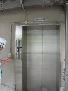 堤体内へ通じるエレベーター