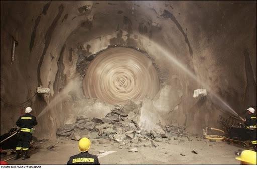 longest-rail-tunnel (7)