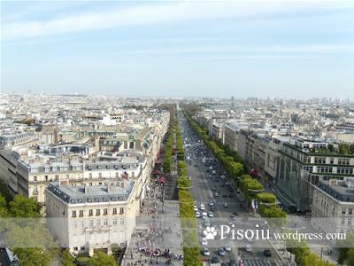 Bulevarsul Champs Elysees, vazut din Arcul de Triumf
