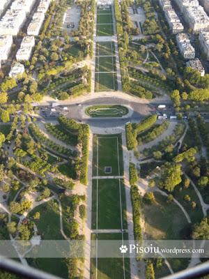 Cahmp de Mars vazut din cel mai inalt punct din Turnul Eiffel
