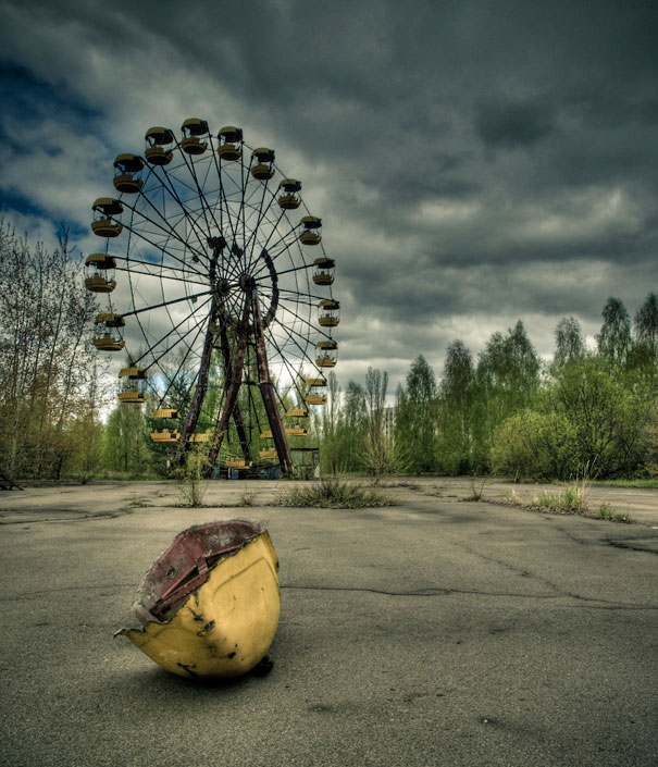 https://i2.wp.com/lh6.ggpht.com/_dlkAw43cLC0/Sco7tQmGUTI/AAAAAAAAECU/bdhbUB-n7g0/s800/Chernobyl-Today-A-Creepy-Story-told-in-Pictures-funfair.jpg