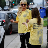 Paris Hilton performs community service with Hollywood Beautification Team (16).jpg